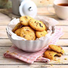 Frisch gebackenen Cookies kann einfach keiner widerstehen! Diese Kekse bleiben beim Backen so soft, hier herrscht allerhöchste Suchtgefahr.