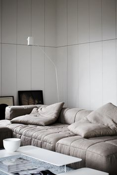 "Image Spark - Image tagged ""sofa"", ""lamp"" - onehillside"