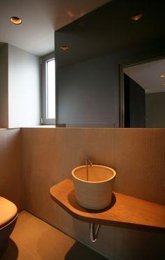 Bathroom - wood and stone - elpidaroussou