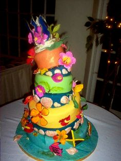 Now THAT'S A Tropical Wedding Cake!