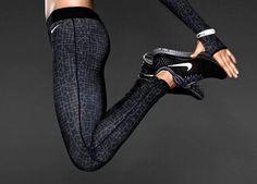 Nike Women's - PRO PRINT HYPERWARM TIGHTS - XS S Black 577166 017 pants #Nike #PantsTightsLeggings 54.99