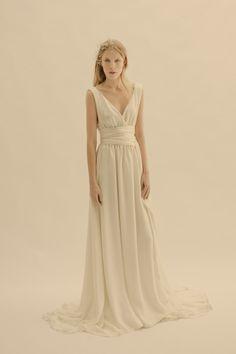 LOVE IT! Colección 2013 de vestidos de novia Cortana #weddingdresses #bride #spain