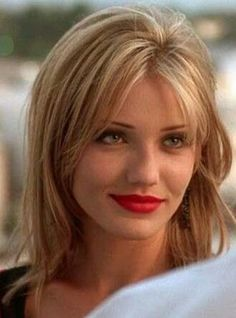 cameron diaz style The Mask wowed audiences as the seductive Tina Carlyle in The Mask. Shes the bad guys girlfriend who switches sides. Cameron Diaz 90s, Cameron Dias, Cameron Diaz The Mask, Cameron Diaz Style, Most Beautiful Faces, Beautiful Celebrities, Hair Inspo, Hair Inspiration, Grunge Hair