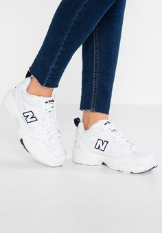 New Balance - Sneakers - white - Zalando. New Balance Blanche, Buy Nike Shoes Online, New Balance Womens Shoes, Red And White Outfits, New Balance Trainers, New Balance White, Nursing Shoes, Best Running Shoes, Shoes With Jeans
