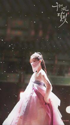 Love in the Moonlight Kim Yoo Jung Korean Hanbok, Korean Dress, Korean Outfits, Love In The Moonlight Kdrama, Moonlight Drawn By Clouds, Korean Traditional Dress, Korean Art, Bo Gum, Korean Celebrities