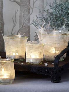 Wenn es draußen stürmt und schneit, haben wir das Bedürfnis nach jeder Menge Gemütlichkeit. Klar, dass Kerzen das Wohlbefinden steigern. Die passenden Windlichter stellen wir selber her.