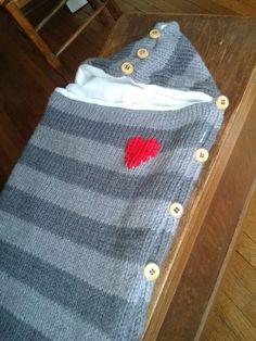 Nid d'ange modèle Phildar en qualité Rapido tricoté avec des aiguilles n°7   autan dire qu'il se tricote rapidement.         Le nid ...