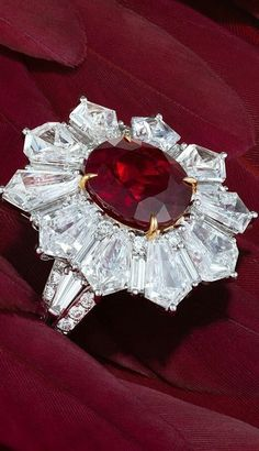 Stunning ring in diamonds and beauty Ruby red. Its so Beautiful and vintage design. SLVH ♥♥♥