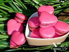 Aujourd'hui, 20 mars c'est la journée du macaron. Il s'agit d'une fête créée à l'initiative de Pierre Hermé, le Jour du Macaron est l'occasion de redécouvrir la petite gourmandise colorée aux parfums infinis... mais aussi de participer à une action solidaire....