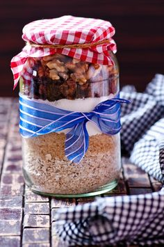 Haferflocken-Cookies als Backmischung im Glas als schönes selbst gemachtes Geschenk | http://eatsmarter.de/rezepte/haferflocken-cookies-3