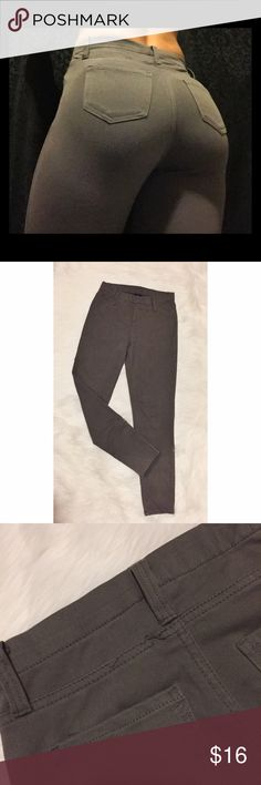 Dark gray jeggings Form fitting jeggings. Super comfortable. Material is stretchy and fits between size Xs-s and/or 0-2. perfect for year round. Makes your bottom end look nice 👌🏼👀 lol. Definitely a closet staple!!! . Lest picture shows a flaw where the thread is coming un-done. Don't forget to bundle and save 30%:) Faded Glory Jeans Skinny