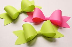 Paper Bow Tutorial - http://www.differentdesign.it/2013/05/14/paper-bow-tutorial/