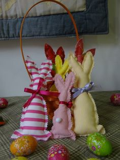 Pascua en la tienda :) #patchwork #pascua #huevos #conejo www.unparelldecoses.com para hacer lo mismo !