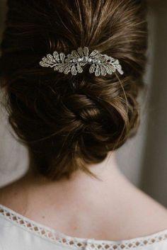 Chignon bas avec broche - Mariage de Adelaïde by The reporthair — Service de coiffure à domicile 7j/7