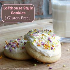 {gluten free} Lofthouse Cookies with a secret ingredient that makes them perfectly soft and keeps them fresh longer! #GF