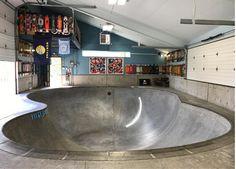 Skatepark in the garage, Great Bowl  home skateboarding
