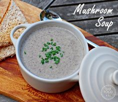 This garlicky Mushroom Soup recipe is so quick, easy and delicious. Made with just a punnet of mushrooms this recipe makes 4 generous servings! Best Lunch Recipes, Vegetarian Recipes Dinner, Veggie Recipes, Great Recipes, Delicious Recipes, Creamed Mushrooms, Stuffed Mushrooms, Mushroom Soup Recipes, Beautiful Soup