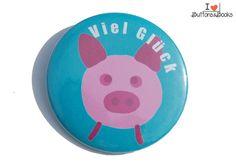 Glücksbringer-Schwein-50mm-Button-Anstecker-groß+von+Buttons&Books+auf+DaWanda.com