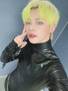 Fandom, The Dark World, Twitter Update, Korean Boy Bands, Blue Hair, Grey Hair, Bad Boys, Dancer, Wattpad