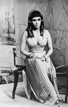 Elizabeth Taylor on the set of Cleopatra, 1962.