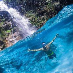 Se tem um perfil de fotos super lindas e criativas, é o @blogmochilando se vc quer ver lugares como esse é só ir lá e conferir! Esta é a foto mais linda que já vimos da cachoeira Santa Bárbara! #blogmochilando #casalnomade #getmenber #travel #trip #fotografia