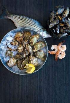 Le volet poissons et fruits de mer du Café du Monde. Selon les arrivages, menu à l'ardoise.