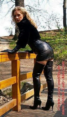 women_in_black_leather_thigh_high_boots - Lady Ann - Photos High Leather Boots, Black Leather Skirts, Leather Dresses, Lady Ann, Looks Pinterest, Thigh High Boots Heels, Hot High Heels, Sexy Heels, Skirts With Boots
