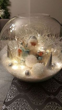Here are the best DIY Christmas Centerpieces ideas perfect for your Christmas & holiday season home decor. From Christmas Vignettes to Table Centerpieces. Simple Christmas, Christmas Holidays, Christmas Wreaths, Christmas Ornaments, Magical Christmas, Christmas Scenes, Advent Wreaths, Christmas Lanterns, Natural Christmas
