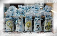 Bomboniere comunione tegoline alte cm 13 in terracotta decorate con la tecnica del decoupage soggetti religiosi su sfondo con colori ad olio e nome bambino scritto a mano