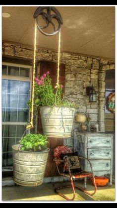 Eclectic Home Tour - Living Vintage - Gartenprojekte - gardening Diy Gardening, Container Gardening, Organic Gardening, Gardening Gloves, Vintage Gardening, Bucket Gardening, Plant Containers, Gardening Courses, Hydroponic Gardening