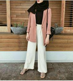 super Ideas for style hijab casual kemeja Casual Hijab Outfit, Hijab Chic, Hijab Elegante, Hijab Dress, Casual Outfits, Fashion Outfits, Fashion Fashion, Trendy Fashion, Dress Fashion