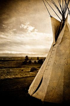 The Tipi was covered with about 14 to 20 buffalo hides. Little Bighorn Battlefield, near Crow Agency, Montana, USA Native American Beauty, Native American History, Native American Indians, Sioux, Indiana, Cherokee, Crow Indians, Big Sky Country, Native Indian