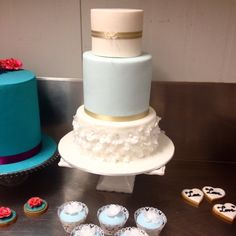 Vintage and rice paper flowers cake for bridal expo