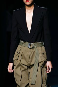 Givenchy Spring 2019 Ready-to-Wear Fashion Show Details: See detail photos for Givenchy Spring 2019 Ready-to-Wear collection. Look 148 Fashion 2008, Fashion Models, Urban Fashion, High Fashion, Trendy Fashion, Fashion Show, Runway Fashion, Fashion Outfits, Womens Fashion