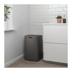GIGANTISK Touch top trash can, dark gray, 16 gallon. You open the trash can easily by pressing lightly on the top of the lid. The square shape makes the trash can easy to place - in a corner, along a kitchen countertop, or several in a row. Kitchen Worktop, Kitchen Cupboards, Kitchen Countertops, Kitchen Canisters, Hide Trash Cans, Trash Bag, Can Storage, Small Storage, Kitchen Trash Cans