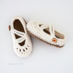 Free crochet pattern for baby mary janes   www.1dogwoof.com