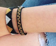Loom Bracelet Patterns, Bead Loom Bracelets, Bead Loom Patterns, Bracelet Crafts, Macrame Bracelets, Beading Patterns, Diy Jewelry, Beaded Jewelry, Handmade Jewelry