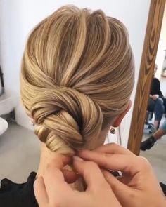 20 Pretty Wedding Updo Hairstyles from Oksana Sergeeva - Hairstyle Tutorial <br> Wedding updos have been the top hairstyle picks among brides of all ages worldwide. This phenomenon is easy to explain: updos are not only practical, but they Updo Hairstyles Tutorials, Wedding Hairstyles Tutorial, Bride Hairstyles, Easy Hairstyles, Hairstyle Ideas, Engagement Hairstyles, School Hairstyles, Elegant Hairstyles, Wedding Hair Tutorials