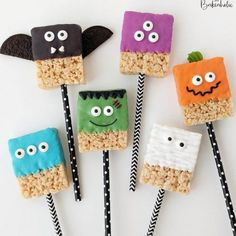 80 Cute Halloween Snacks for Kids Party Ideas - chic better Scary Halloween Treats, Homemade Halloween Treats, Halloween Snacks For Kids, Halloween Sweets, Halloween Baking, Halloween Goodies, Halloween Cakes, Halloween Birthday, Cute Halloween