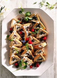 In die was driehoekterte baie gewild. South African Recipes, Ethnic Recipes, Peppermint Crisp, Vegetable Pizza, Pasta Salad, Cake Recipes, Appetizers, Cooking Recipes, Sweet