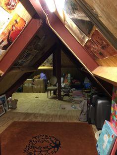 Zolder, hoek voor bunk beds links en rechts,raam maken in dak ...