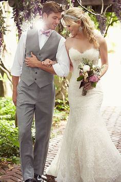 This Lace over Lavish Satin modified A-Line wedding dress features a scalloped Lace sweetheart neckline and hem. Essense of Australia, Spring 2015