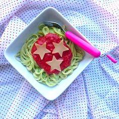 Kerstspaghetti als hoofdgerecht voor de kinderen bij het kerstdiner! Meer recepten voor kerst op de site. http://dekinderkookshop.nl/recepten-voor-kinderen/kerstspaghetti-kerstdiner/ Easy christmas spaghetti diner for kids.