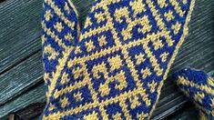 Drie Franse lelies sieren deze wanten. Die drie lelies zie je ook op het gemeentewapen van Wehl. Net als de kleuren goudgeel en blauw. Deze wanten zijn dan ook speciaal ontworpen om te vieren dat Wehl in 2016 tweehonderd jaar bij Nederland hoort.