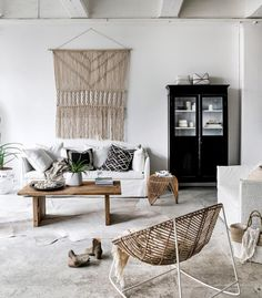 Achieving the 'California Casual' Style: Wall Art