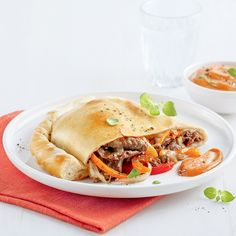 Calzones à la fondue chinoise - 5 ingredients 15 minutes Chop Suey, Calzone, Pulled Pork, Ethnic Recipes, Food, Pizza, Asian Soup, Hot Pot, Cooking Food