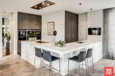 RMR interieurbouw - Natural - Hoog ■ Exclusieve woon- en tuin inspiratie. Kitchen Dining, Kitchen Decor, Kitchen Ideas, Kitchen Inspiration, Dining Rooms, Colorful Interior Design, Modern Design, Best Kitchen Designs, Home Decor Trends
