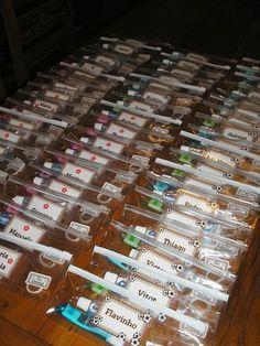 Estojo Plástico Personalizado em qualquer tema ... Com escova de dentes e Creme Dental, ótimo para levar na bolsa da escola, viagem, acampamento ou para a casa dos amigos !!! SUPER LEMBRANCINHA ... Embaladas no celofane com etiquetas de agradecimento !!! Pedido mínimo = 20 unidades R$12,00
