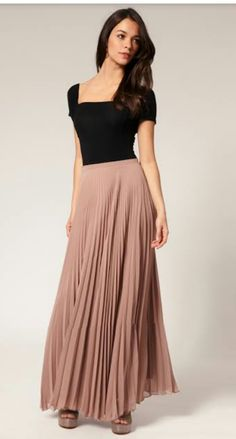 06f24c25c05 What to wear with long skirts  discover the different outfits to wear with long  skirts. Learn how to wear maxi (long) skirts to look trendy.