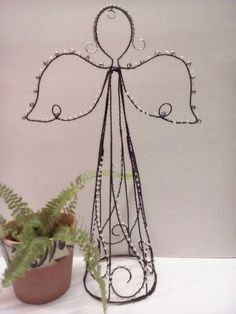 Diy Angels, Beaded Angels, Handmade Angels, Wire Crafts, Christmas Crafts, Christmas Decorations, Wire Ornaments, Angel Sculpture, Angel Crafts